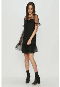 Czarna sukienka Vero Moda mini, z krótkim rękawem, prosta, na co dzień