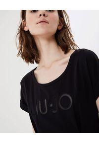 Liu Jo - LIU JO - Czarna sukienka z logo. Kolor: czarny. Materiał: bawełna. Typ sukienki: sportowe, dopasowane. Styl: sportowy. Długość: midi