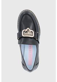 Chiara Ferragni - Mokasyny skórzane Eyeli. Nosek buta: okrągły. Kolor: czarny. Materiał: skóra. Obcas: na obcasie. Wysokość obcasa: niski