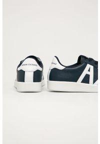 Niebieskie sneakersy Armani Exchange z okrągłym noskiem, na sznurówki