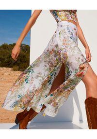 CHARO RUIZ IBIZA - Spódnica w kwiaty Kareen. Stan: podwyższony. Kolor: biały. Materiał: bawełna. Wzór: kwiaty