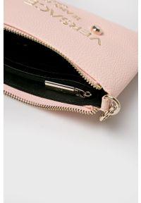 Versace Jeans - Kopertówka. Kolor: różowy