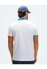 North Sails - NORTH SAILS - Biała koszulka polo z kontrastowymi detalami. Typ kołnierza: polo. Kolor: biały. Materiał: bawełna. Wzór: haft