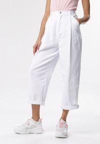 Białe spodnie materiałowe Born2be