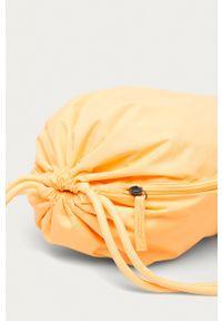 Nike Sportswear - Plecak. Kolor: pomarańczowy. Wzór: nadruk