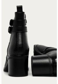 Czarne botki ANSWEAR z cholewką, wakacyjne, na zamek