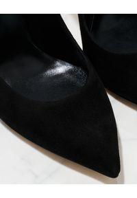 Casadei - CASADEI - Czarne szpilki z zamszu Blade. Kolor: czarny. Materiał: zamsz. Obcas: na szpilce. Wysokość obcasa: średni