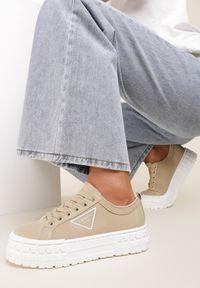 Renee - Ciemnobeżowe Trampki Lirres. Nosek buta: okrągły. Zapięcie: sznurówki. Kolor: beżowy. Materiał: jeans, dresówka, materiał. Szerokość cholewki: normalna. Obcas: na platformie
