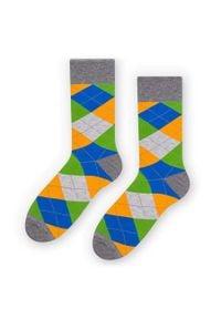 More - Skarpetki męskie w romby/argyle - niebieski, zielony, pomarańczowy SK243. Kolor: pomarańczowy, niebieski, zielony, wielokolorowy. Materiał: bawełna, poliamid, elastan. Wzór: kolorowy