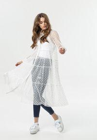 Born2be - Biała Sukienka Muir. Typ kołnierza: kołnierzyk klasyczny. Kolor: biały. Materiał: tkanina. Długość rękawa: długi rękaw. Długość: długie. Wzór: kropki. Styl: klasyczny