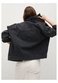 mango - Mango Kurtka jeansowa Seul 17070108 Czarny Oversize. Kolor: czarny. Materiał: jeans