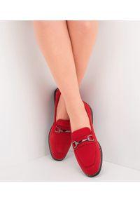 Czerwone mokasyny SIXTH SENS eleganckie, w kolorowe wzory