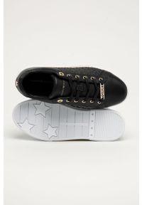 Czarne sneakersy TOMMY HILFIGER na sznurówki, na średnim obcasie