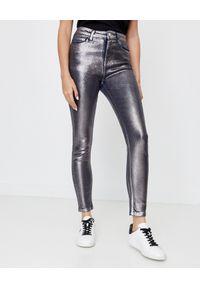 Ice Play - ICE PLAY - Metaliczne jeansy skinny. Stan: podwyższony. Kolor: srebrny. Wzór: aplikacja. Styl: sportowy