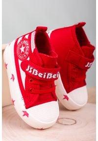 Casu - czerwone trampki na rzep casu 20w16/r. Zapięcie: rzepy. Kolor: czerwony
