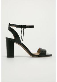 Czarne sandały Wojas na klamry, na obcasie