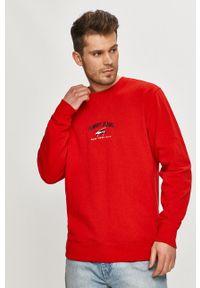 Tommy Jeans - Bluza bawełniana. Okazja: na co dzień. Kolor: czerwony. Materiał: bawełna. Wzór: aplikacja. Styl: casual