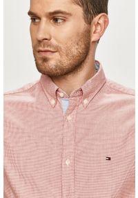 TOMMY HILFIGER - Tommy Hilfiger - Koszula. Typ kołnierza: button down. Kolor: czerwony. Materiał: tkanina