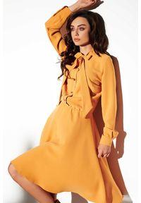 Lemoniade - Elegancka sukienka koszulowa z kokardą przy szyi. Okazja: na imprezę, na co dzień. Typ kołnierza: kokarda. Długość rękawa: długi rękaw. Typ sukienki: koszulowe. Styl: elegancki