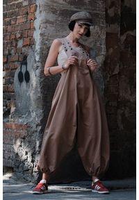 Hultaj Polski - Spodnie damskie Hultaje piaskowe. Materiał: tkanina, elastan, bawełna. Długość: długie. Styl: street, młodzieżowy