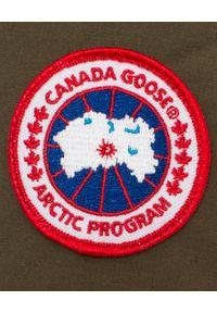 CANADA GOOSE - Czerwona parka Shelburne. Kolor: czerwony. Materiał: materiał, futro. Wzór: aplikacja. Sezon: lato, zima, jesień. Styl: klasyczny
