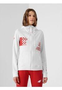 4f - Bluza damska Chorwacja - Tokio 2020. Typ kołnierza: kołnierzyk stójkowy, kaptur. Kolor: biały. Materiał: elastan, dzianina, bawełna. Wzór: nadruk. Sezon: lato