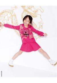 Kenzo kids - KENZO KIDS - Sukienka Tiger 2-12 lat. Kolor: różowy, wielokolorowy, fioletowy. Materiał: materiał. Wzór: haft, aplikacja, nadruk. Sezon: lato. Typ sukienki: rozkloszowane