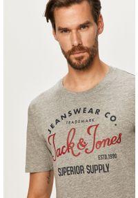 Szary t-shirt Jack & Jones na co dzień, z nadrukiem