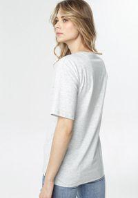 Born2be - Jasnoszary T-shirt Crialacia. Kolor: szary