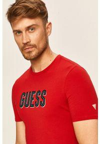 Czerwony t-shirt Guess Jeans z nadrukiem, na co dzień