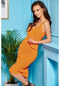 Lemoniade - Dzianinowa sukienka z falbaną na ramiączkach. Okazja: na co dzień, na spacer. Materiał: dzianina. Długość rękawa: na ramiączkach. Styl: elegancki, casual