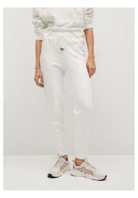 Białe spodnie dresowe mango