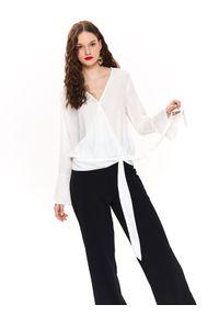 Biała bluzka TOP SECRET w kolorowe wzory, długa, elegancka