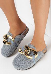 Born2be - Niebieskie Klapki Athelanie. Nosek buta: okrągły. Zapięcie: bez zapięcia. Kolor: niebieski. Materiał: futro, materiał