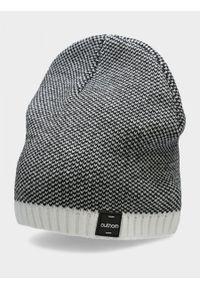 Biała czapka outhorn