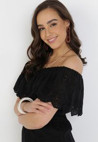 Born2be - Czarna Sukienka Aqialise. Typ kołnierza: dekolt hiszpanka. Kolor: czarny. Materiał: bawełna, materiał. Wzór: haft. Długość: midi