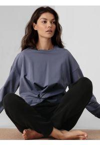 4f - Bluza do jogi nierozpinana z wiązaniem damska. Okazja: na co dzień. Kolor: niebieski. Materiał: dresówka, dzianina, materiał. Styl: casual