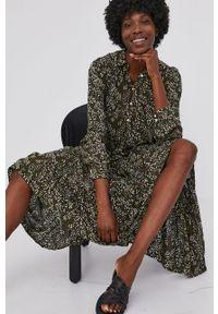 Answear Lab - Sukienka. Okazja: na co dzień. Kolor: zielony. Materiał: tkanina. Długość rękawa: długi rękaw. Typ sukienki: proste. Styl: wakacyjny