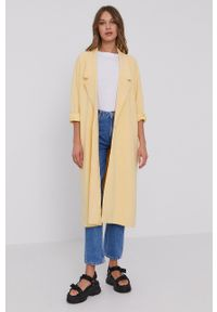 Samsoe & Samsoe - Samsoe Samsoe - Płaszcz. Kolor: żółty. Długość rękawa: raglanowy rękaw. Styl: klasyczny