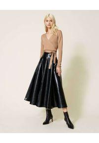 TwinSet - TWINSET - Czarna spódnica midi. Kolor: czarny. Wzór: nadruk