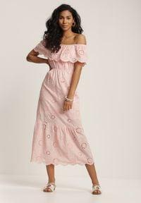 Renee - Jasnoróżowa Sukienka Leumene. Typ kołnierza: dekolt hiszpanka. Kolor: różowy. Materiał: bawełna, koronka. Wzór: haft, kwiaty. Długość: midi