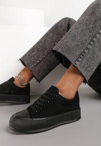 Renee - Czarne Trampki Daintho. Nosek buta: okrągły. Kolor: czarny. Materiał: jeans, materiał, guma. Szerokość cholewki: normalna