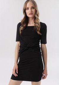Born2be - Czarna Sukienka Diothise. Kolor: czarny. Materiał: dzianina. Wzór: gładki, aplikacja. Styl: klasyczny. Długość: mini