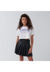 House - Krótka koszulka z napisem London - Biały. Kolor: biały. Długość: krótkie. Wzór: napisy