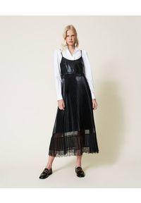 TwinSet - Sukienka midi na ramiączkach zakończona koronką Twinset. Kolor: czarny. Materiał: koronka. Długość rękawa: na ramiączkach. Wzór: koronka. Typ sukienki: proste. Długość: midi