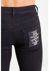 Jeansy Versace Jeans Couture z aplikacjami