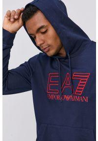 EA7 Emporio Armani - Bluza bawełniana. Okazja: na co dzień. Typ kołnierza: kaptur. Kolor: niebieski. Materiał: bawełna. Wzór: aplikacja. Styl: casual