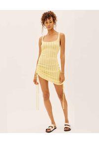 For Love & Lemons - FOR LOVE & LEMONS - Żółta sukienka z dzianiny. Kolor: żółty. Materiał: dzianina. Wzór: paski. Długość: mini