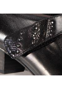 Czarne półbuty Caprice eleganckie, na średnim obcasie, na obcasie, z cholewką