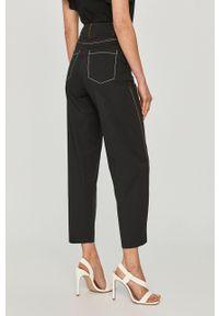 Czarne spodnie materiałowe z podwyższonym stanem, gładkie